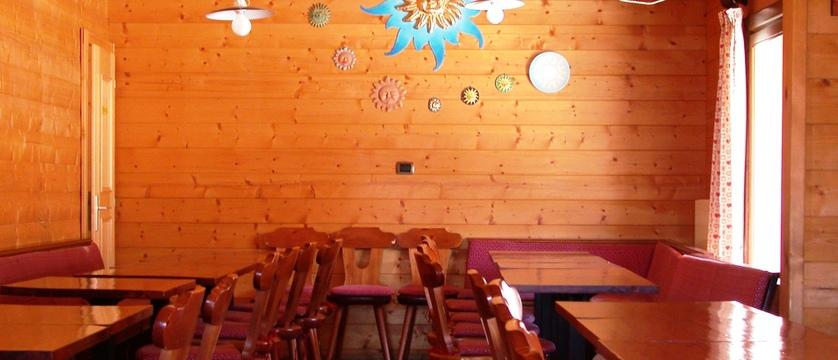 italy_milky-way-ski-area_sauze-doulx_hotel-chalet-del-sole_bar.jpg